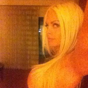 blonde porn star jesse jane takes a raunchy selfie