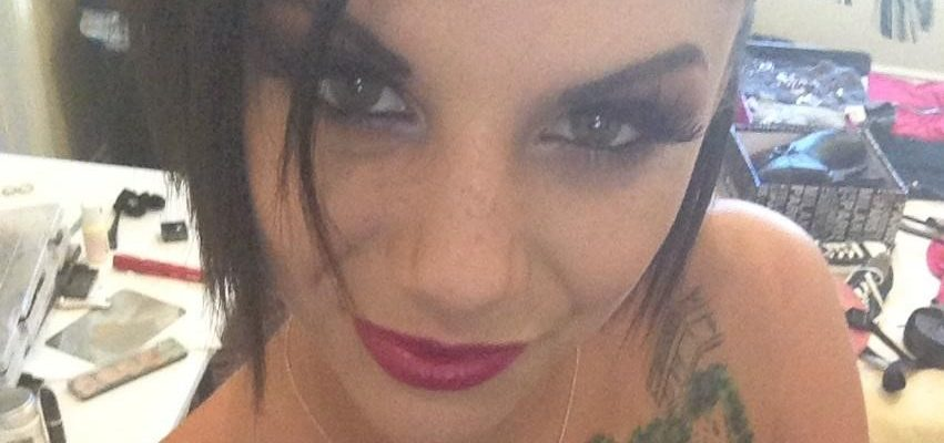 Bonnie Rotten nude twitter pic showing off her tats and wearing nothing but red lipstick