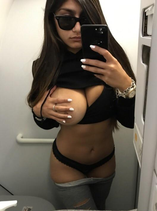 Mia Khalifa sexy selfie