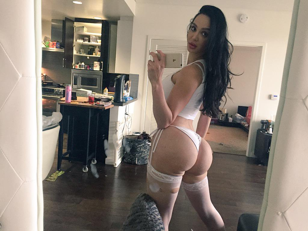 [WOW!] Amy Anderssen Nude Twitter Pics! [LEAKED!]