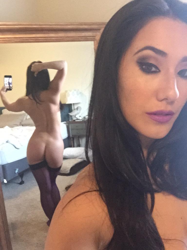 Pornstar Eval Lovia taking a hot selfie