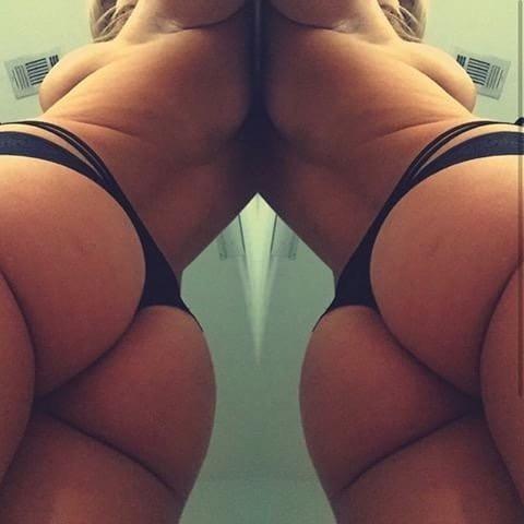 Big ass Zoie showing off her ass
