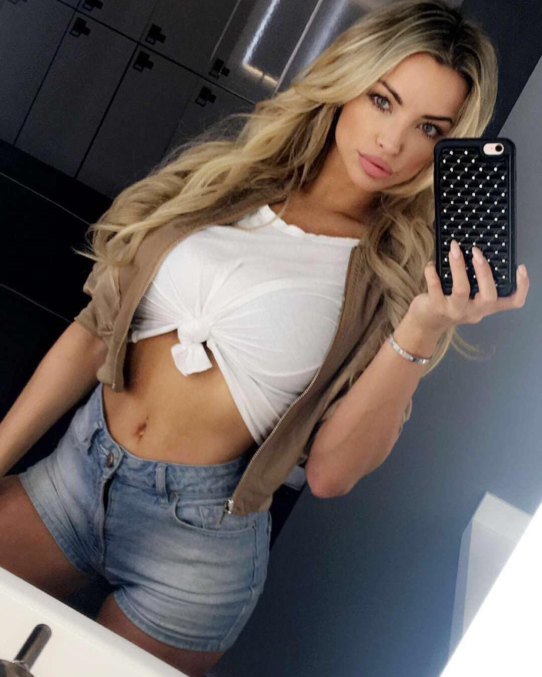 sexy instagram woman lindsey pelas taking a sexy selfie and showing her stomach in a white crop top