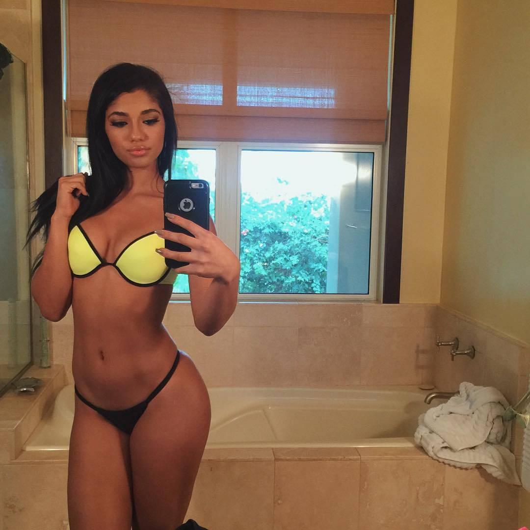 hot girl yoventura in bikini taking a mirror selfie