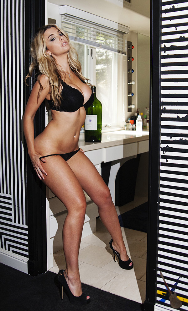 scandalous pic of model emily sears pulling down her thong