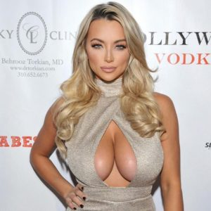 blonde model lindsey pelas in sexy cleavage baring top at awards show