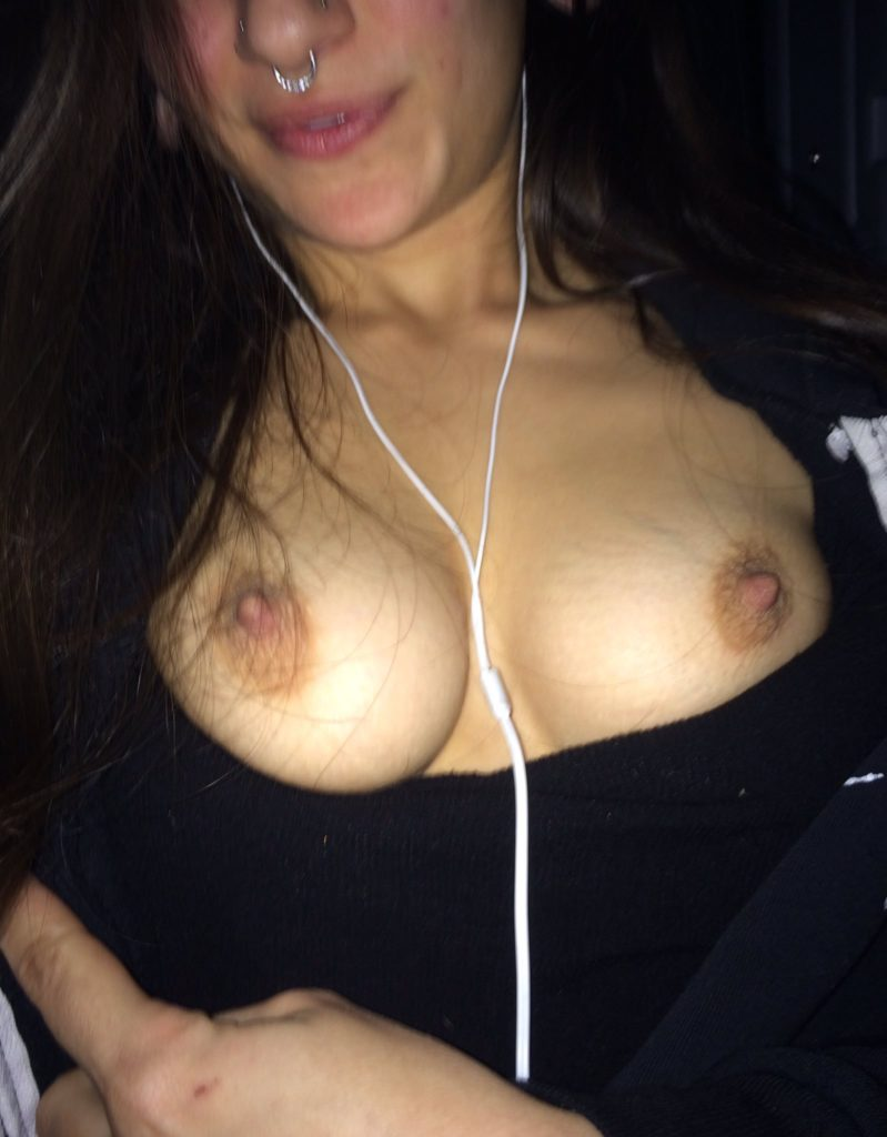 Luna Lovely boob photo selfie