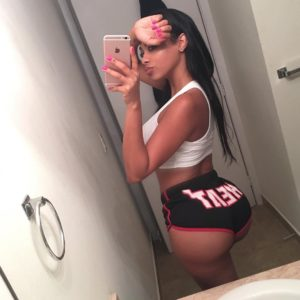 selfie pic of analicia chaves taking a pic of her big booty