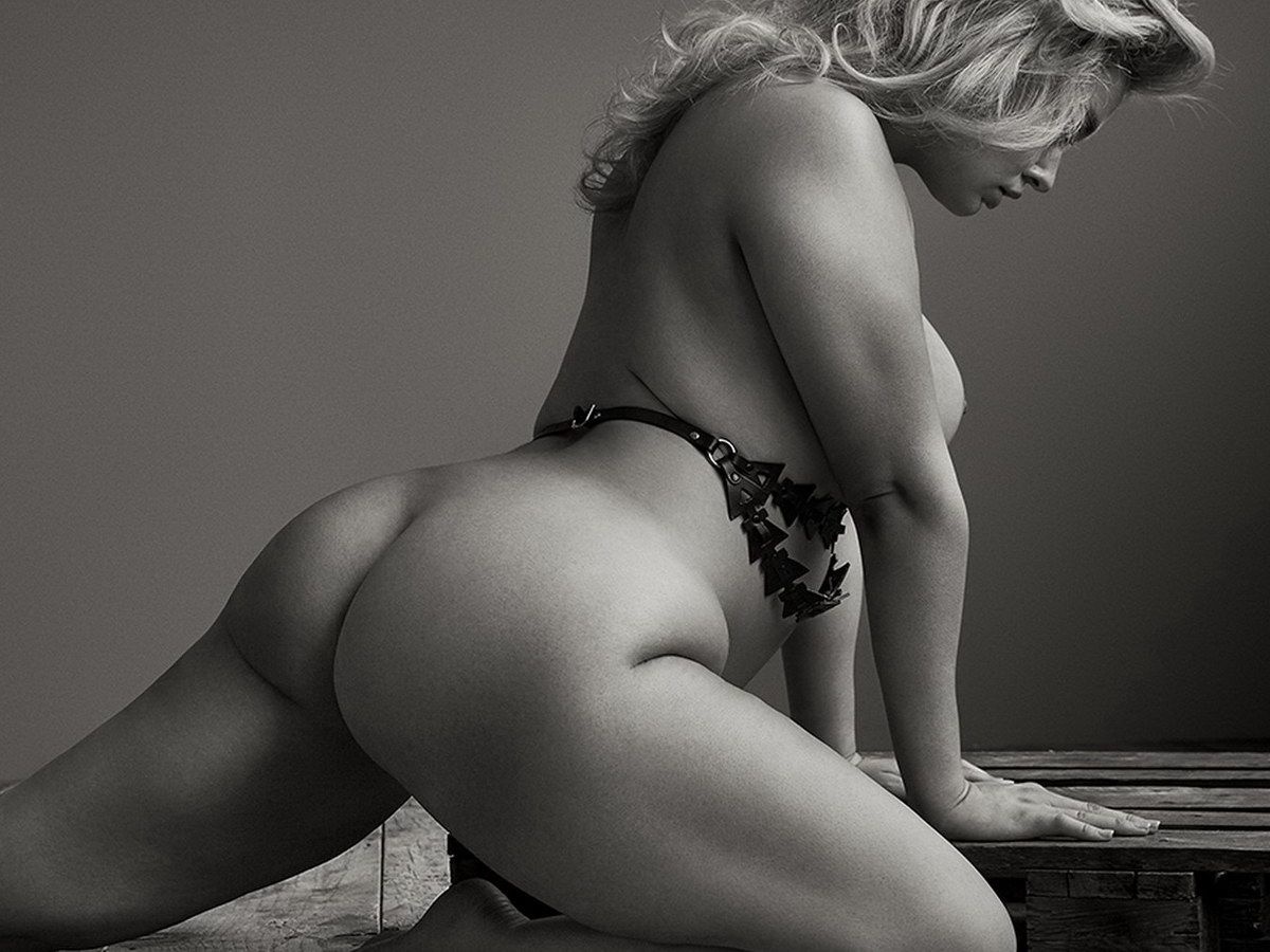 plus model hunter mcgrady nude flexing her big ass on the floor for treats magazine