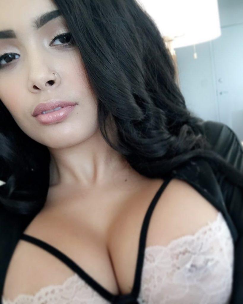 Aaliyah Hadid bra hard nips