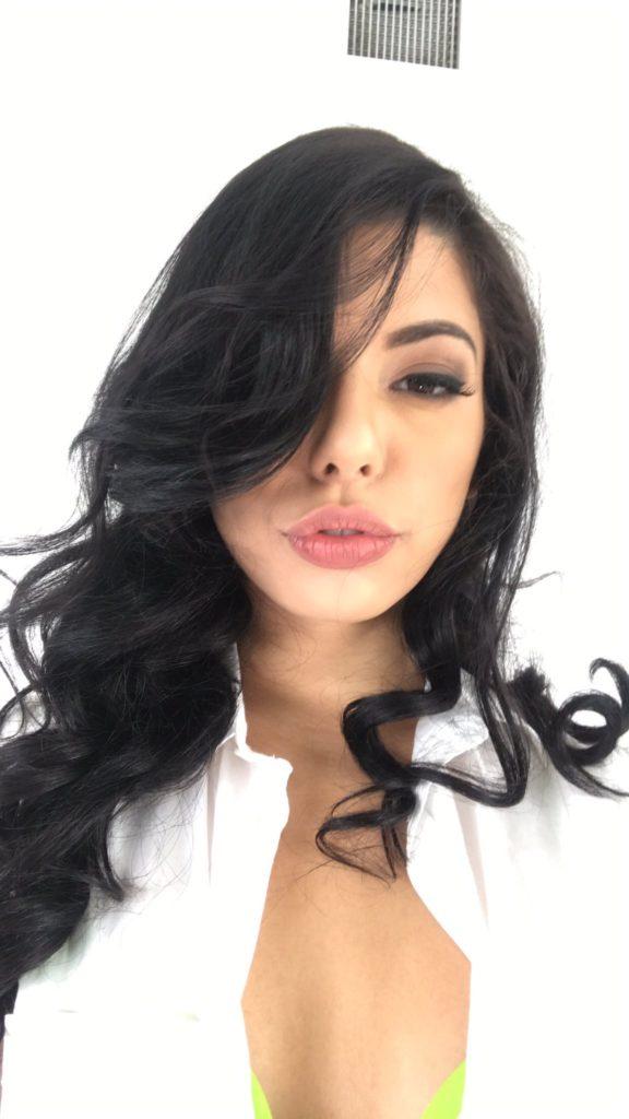 Gina Valentina hot latina selfie